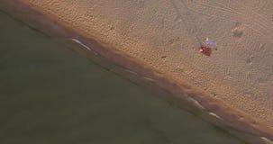 Playa de Sandy y diagonal del mar almacen de metraje de vídeo