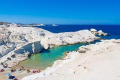 Playa de Sarakiniko, Milos isla, Cícladas, Grecia fotos de archivo