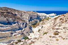Playa de Sarakiniko, Milos isla, Cícladas, Grecia imagenes de archivo