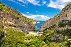 Playa de Stinva en la isla de la fuerza Imágenes de archivo libres de regalías