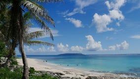 Playa de Tachogna con la isla de la cabra Imagen de archivo libre de regalías
