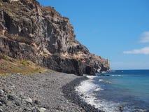 Playa de Tasarte nära den kust- huvudvägen GC-200 Arkivbilder