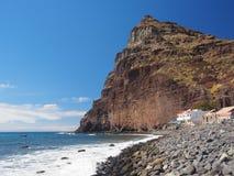 Playa de Tasarte nära den kust- huvudvägen GC-200 Arkivfoton