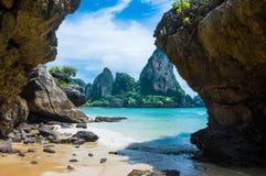 Playa de Tonsai en Railay, Tailandia Foto de archivo