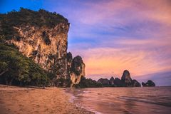 Playa de Tonsai en Tailandia Fotos de archivo libres de regalías