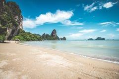 Playa de Tonsai en Tailandia Foto de archivo libre de regalías