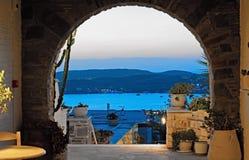 Playa de una casa griega en Paros, Grecia foto de archivo