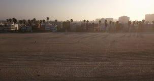 Playa de Venecia en Los Ángeles en la salida del sol almacen de metraje de vídeo