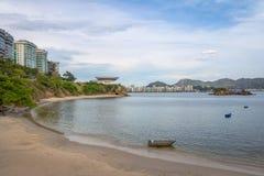 Playa de Viagem de la boa y horizonte de Niteroi - Niteroi, Rio de Janeiro, el Brasil fotografía de archivo