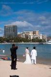 Playa de Waikiki - boda de Hawaii Imagen de archivo libre de regalías