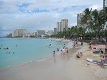 Playa de Waikiki en Honolulu, isla de Oahu, los E.E.U.U. imagen de archivo
