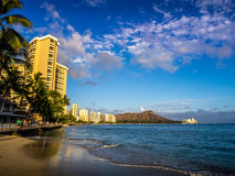 Playa de Waikiki en la puesta del sol Fotografía de archivo
