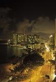 Playa de Waikiki, oahu, Hawaii en la noche imagenes de archivo