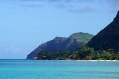 Playa de Waimanalo, bahía, y punto de Makapuu con el faro de Makapu'u Imagen de archivo libre de regalías