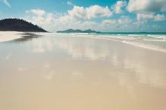 Playa de Whitehaven, isla del Pentecostés, Australia Agua clara y fotos de archivo libres de regalías