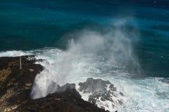 Playa del agujero del soplo de Halona en Oahu, Hawaii Imagenes de archivo