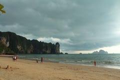 Playa del Ao Nang, Krabi, Tailandia Imagenes de archivo