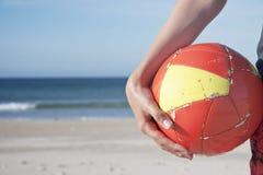 Playa del balón de fútbol Fotos de archivo