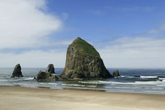 Playa del cañón, roca del Haystack, Oregon Foto de archivo