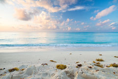 Playa del Caribe en la salida del sol Fotografía de archivo libre de regalías