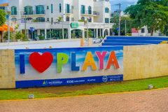 PLAYA DEL CARMEN, ΜΕΞΙΚΟ ΤΗΝ 1Η ΙΑΝΟΥΑΡΊΟΥ 2018: Η υπαίθρια άποψη των τεράστιων λέξεων του playa αγάπης Ι εισάγεται της πόλης σε  Στοκ φωτογραφίες με δικαίωμα ελεύθερης χρήσης