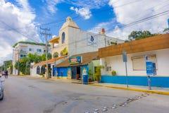 PLAYA DEL CARMEN, MEKSYK STYCZEŃ 01, 2018: Piękny plenerowy widok wiele budynki lokalizować w playa Del Carmen, Riviera Obraz Royalty Free