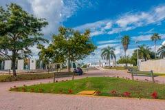 Playa del Carmen, Messico - 10 gennaio 2018: Punto di vista all'aperto della gente non identificata nel parco di Playa del Carmen Fotografie Stock