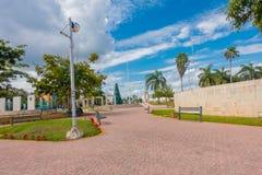 Playa del Carmen, Messico - 10 gennaio 2018: Punto di vista all'aperto della gente non identificata nel parco di Playa del Carmen Immagini Stock Libere da Diritti