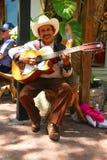 PLAYA DEL CARMEN, 18 MEXICO-MAART: Mexicaanse guitari Stock Afbeelding
