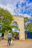 Playa del Carmen, Mexiko - 10. Januar 2018: Schöne entsteint kommen in Form des Bogens der 5. Allee, die Hauptstraße von herein Stockbilder