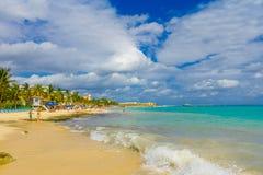 Playa del Carmen, Mexique - 10 janvier 2018 : Une station de vacances des Caraïbes typique chez Playa Del Carmen au Mexique Images libres de droits