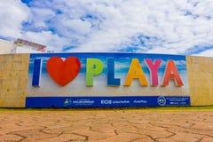 PLAYA DEL CARMEN, MEXIQUE LE 1ER JANVIER 2018 : Vue extérieure des mots énormes de playa d'amour d'I au pénétrer dans de la ville Image stock