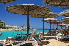 Playa del centro turístico en Egipto Fotografía de archivo