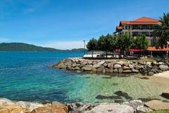 Playa del centro turístico en Kota Kinabalu Imagenes de archivo
