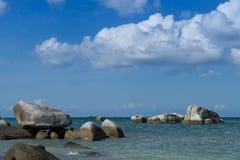 Playa del granito en la isla 2 de Belitung Fotos de archivo libres de regalías