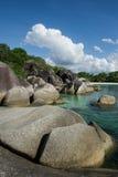 Playa del granito en la isla 3 de Belitung Imagen de archivo libre de regalías