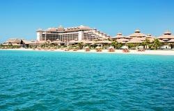 Playa del hotel tailandés de lujo del estilo en la palma Jumeirah Imagenes de archivo