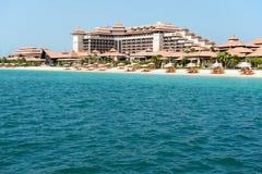 Playa del hotel tailandés de lujo del estilo en la palma Jumeirah Fotos de archivo libres de regalías