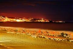 Playa del Ingles strand bij nacht in Maspalomas, Gran Canaria, Kuuroord Stock Afbeelding