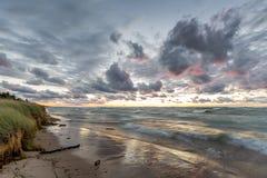 Playa del lago Hurón en la puesta del sol Imagenes de archivo
