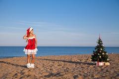 Playa del mar del Año Nuevo de la Navidad de la muchacha del sur Foto de archivo libre de regalías