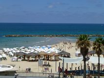 Playa del mar en el mar Mediterráneo en Tel Aviv fotos de archivo