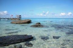 Playa del mar en la isla Imagenes de archivo