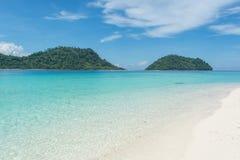 Playa del mar en la isla de Lipe en Tailandia Foto de archivo libre de regalías