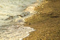 Playa del mar en la puesta del sol Fotografía de archivo