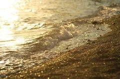 Playa del mar en la puesta del sol Imagen de archivo