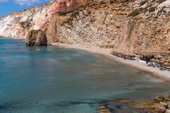 Playa del mar en los Milos isla, Grecia Imagen de archivo libre de regalías