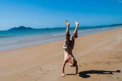 Playa del muchacho del día de fiesta de la hora del recreo   Foto de archivo