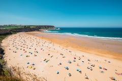 Playa del océano en Asturias, España del norte Imagenes de archivo