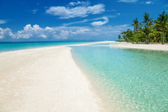 Playa del paraíso en una isla en Filipinas Imágenes de archivo libres de regalías
